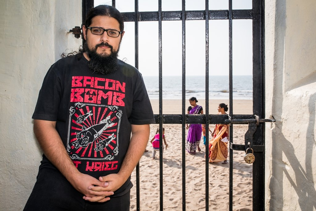 Sahil Makhija (Demonstealer/Demonic Resurrection), posing in front of Juhu Beach.